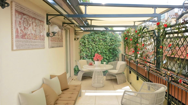 Affitto due locali con terrazzo via della spiga milano for Case in affitto con cantina