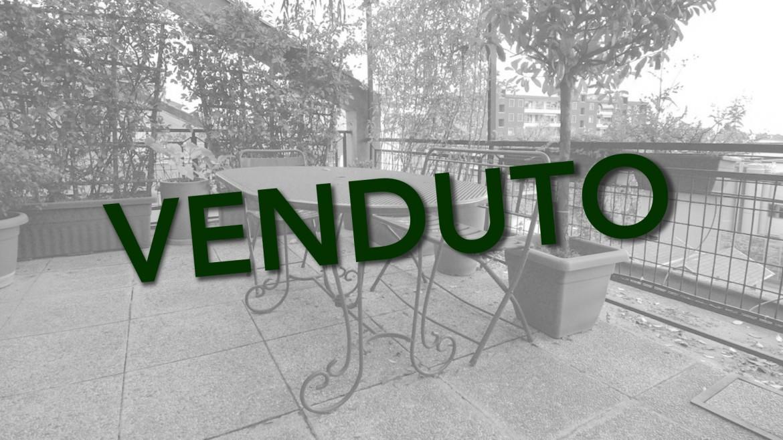 Vendita bilocale con terrazzo via Savona ultimo piano ristrutturato luminoso, Milano