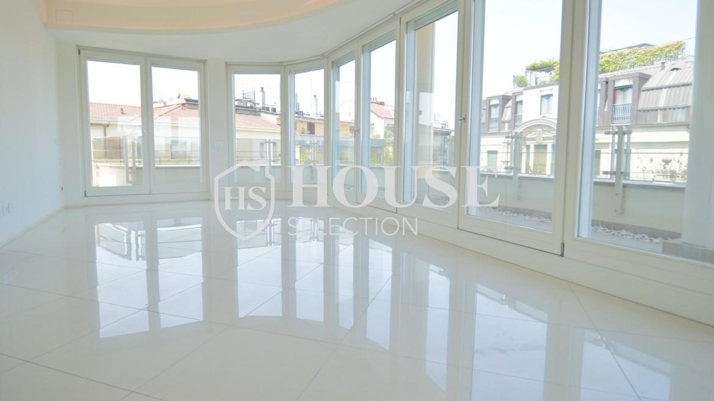 affitto-attico-con-terrazzi-corso-venezia-ultimo-piano-luminoso-signorile-ristrutturato-ampie-vetrate-semi-arredato-milano-13