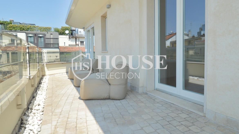 affitto-attico-con-terrazzi-corso-venezia-ultimo-piano-luminoso-signorile-ristrutturato-ampie-vetrate-semi-arredato-milano-17