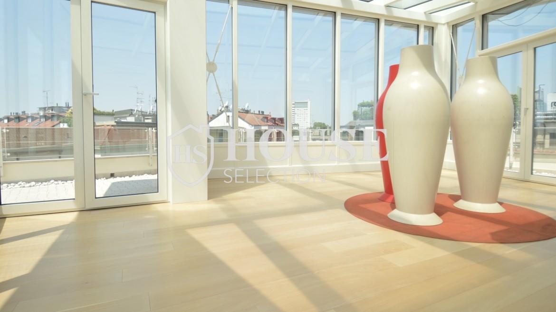 affitto-attico-con-terrazzi-corso-venezia-ultimo-piano-luminoso-signorile-ristrutturato-ampie-vetrate-semi-arredato-milano-2