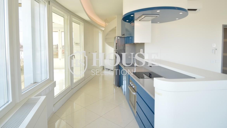affitto-attico-con-terrazzi-corso-venezia-ultimo-piano-luminoso-signorile-ristrutturato-ampie-vetrate-semi-arredato-milano-5