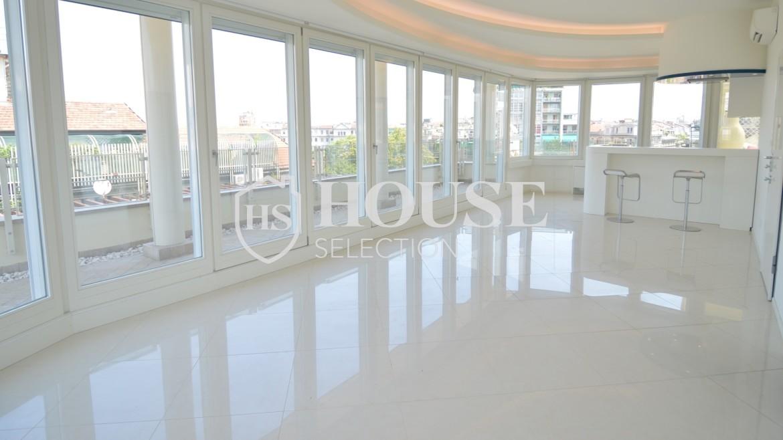 affitto-attico-con-terrazzi-corso-venezia-ultimo-piano-luminoso-signorile-ristrutturato-ampie-vetrate-semi-arredato-milano-6