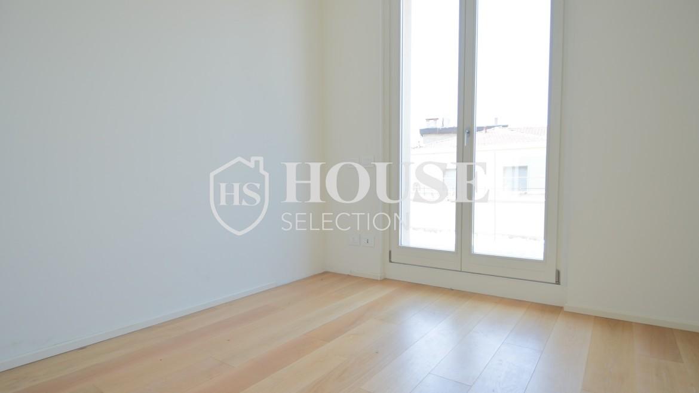 affitto-attico-con-terrazzi-corso-venezia-ultimo-piano-luminoso-signorile-ristrutturato-ampie-vetrate-semi-arredato-milano-8