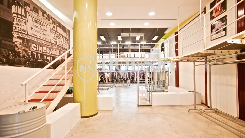 Vendita stabile uso ufficio show room via Cevedale, Bovisa e Politecnico di Milano, posti auto, terrazzo, luminoso e ristrutturato, Milano 16
