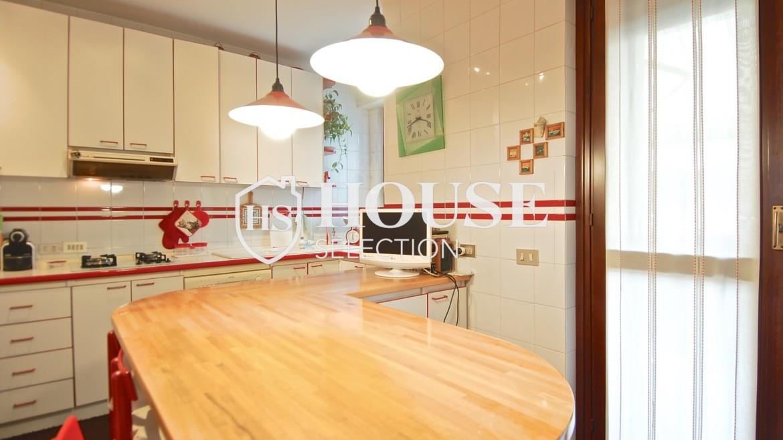 Vendita attico con terrazzo via Palmieri, ristrutturato, stabile signorile, ascensore, box auto, Milano 1