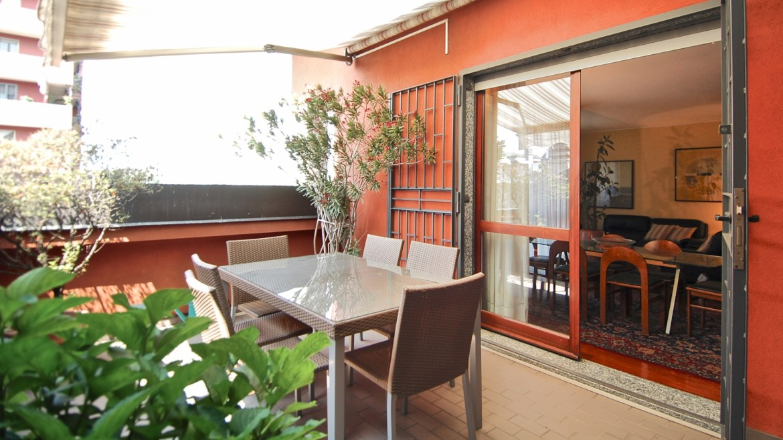 Vendita attico con terrazzo via Palmieri, ristrutturato, stabile signorile, ascensore, box auto, Milano