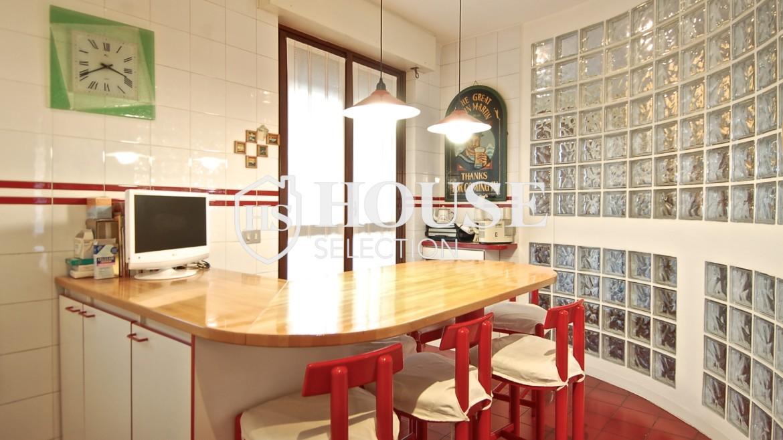 Vendita attico con terrazzo via Palmieri, ristrutturato, stabile signorile, ascensore, box auto, Milano 3