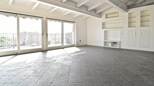 Vendita attico con terrazzo San Siro