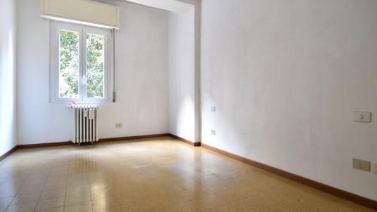 Affitto ufficio di due locali in zona Washington, Milano.