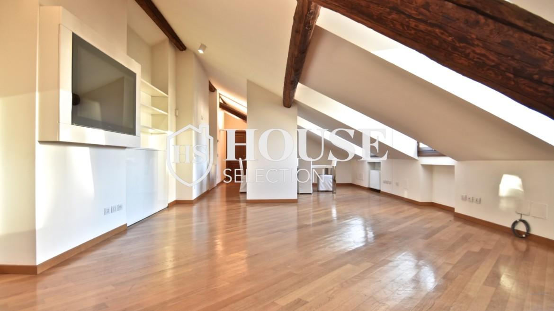 Affitto appartamento attico mansarda piazza Castello, foro Bonaparte, luminoso, ristrutturato, aria condizionata, centro storico Milano 2