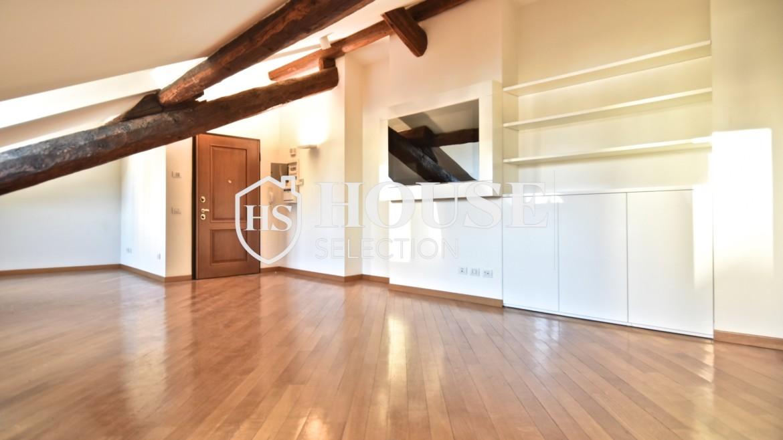 Affitto appartamento attico mansarda piazza Castello, foro Bonaparte, luminoso, ristrutturato, aria condizionata, centro storico Milano 3