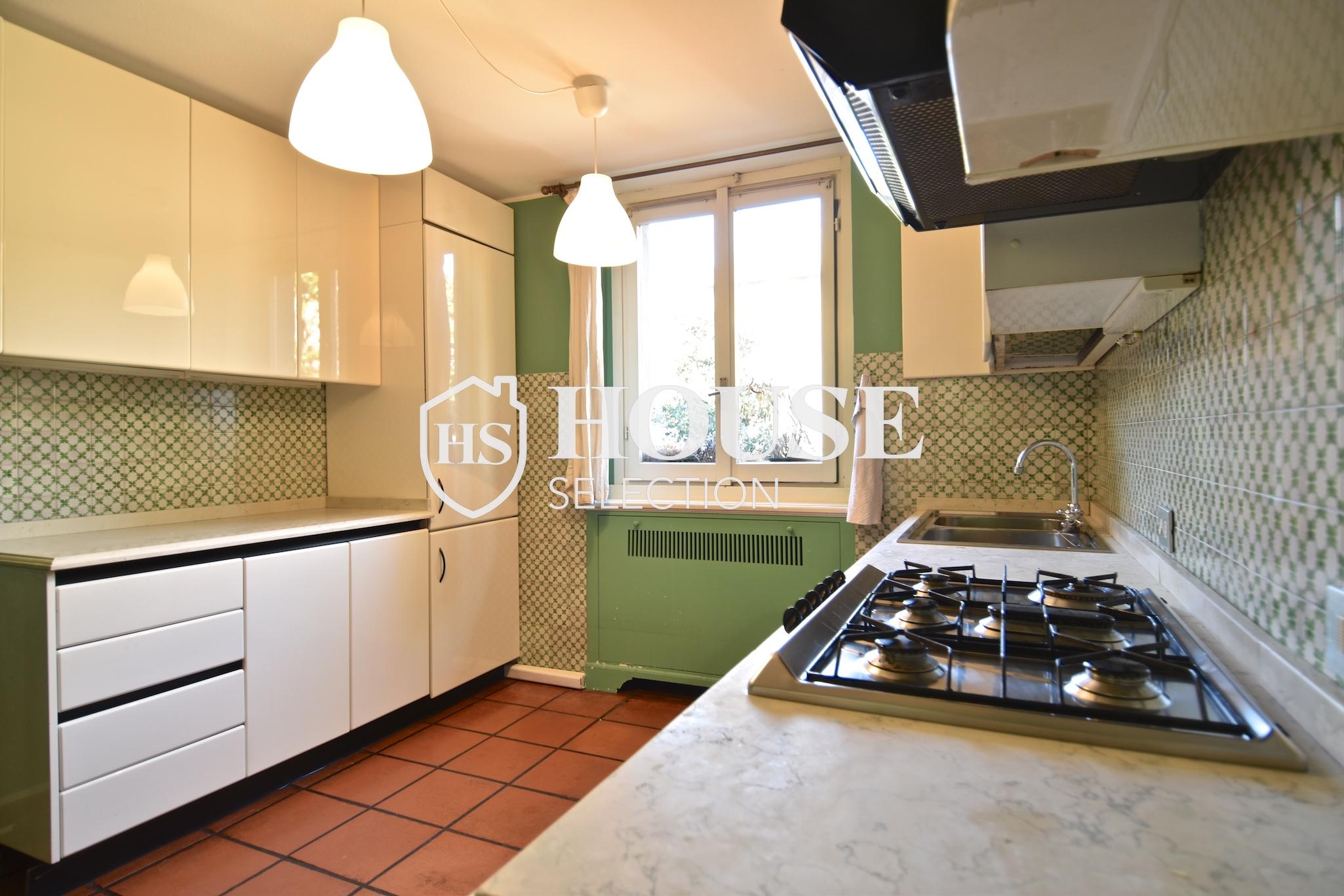 Affitto attico trilocale con terrazzino, via Archimede, tranquillo e luminoso, Milano 5